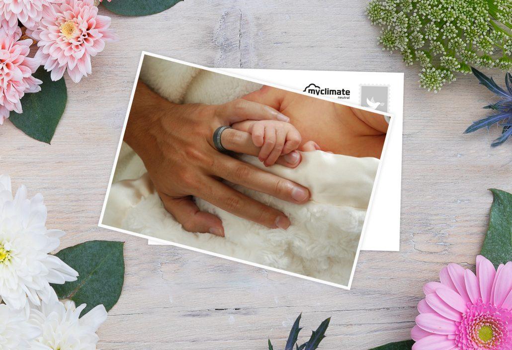 Geburtskarten mit Händen