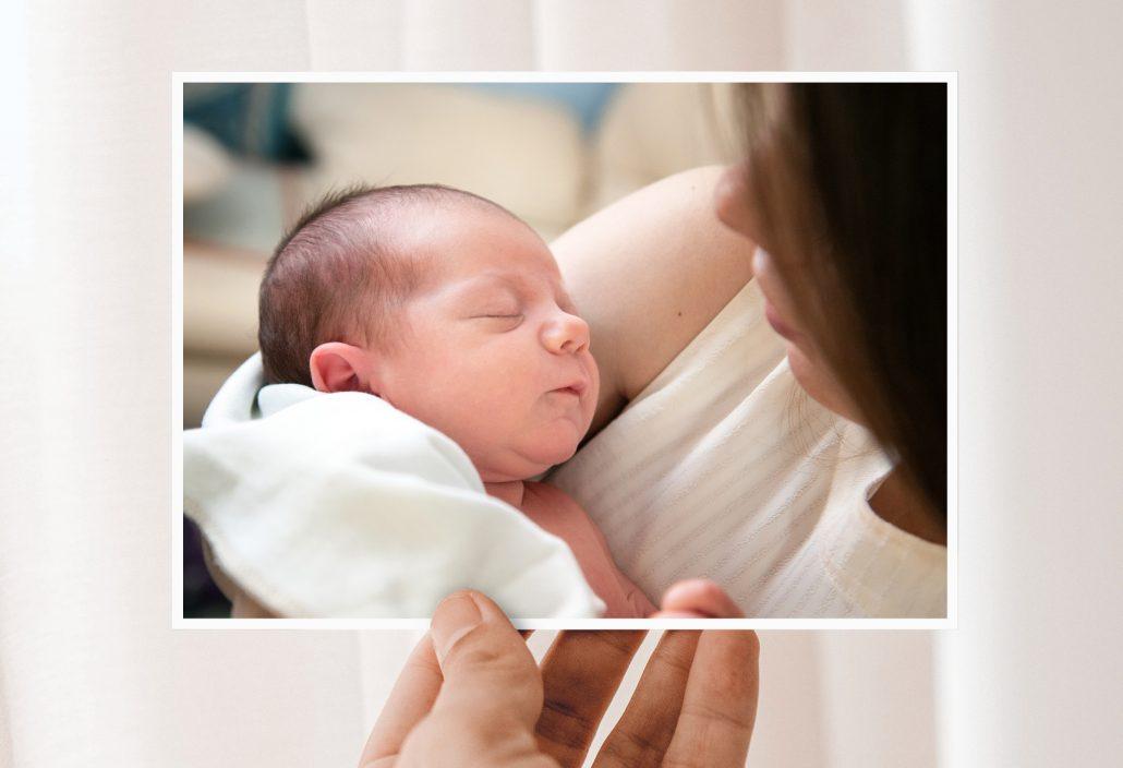 Geburtskarten mit Neugeborenen und seiner Mutter