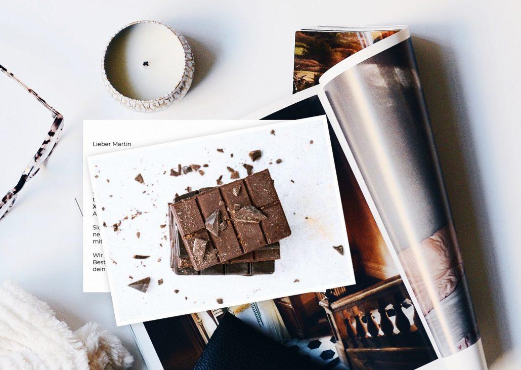 skurrile Postkarte mit Schokolade